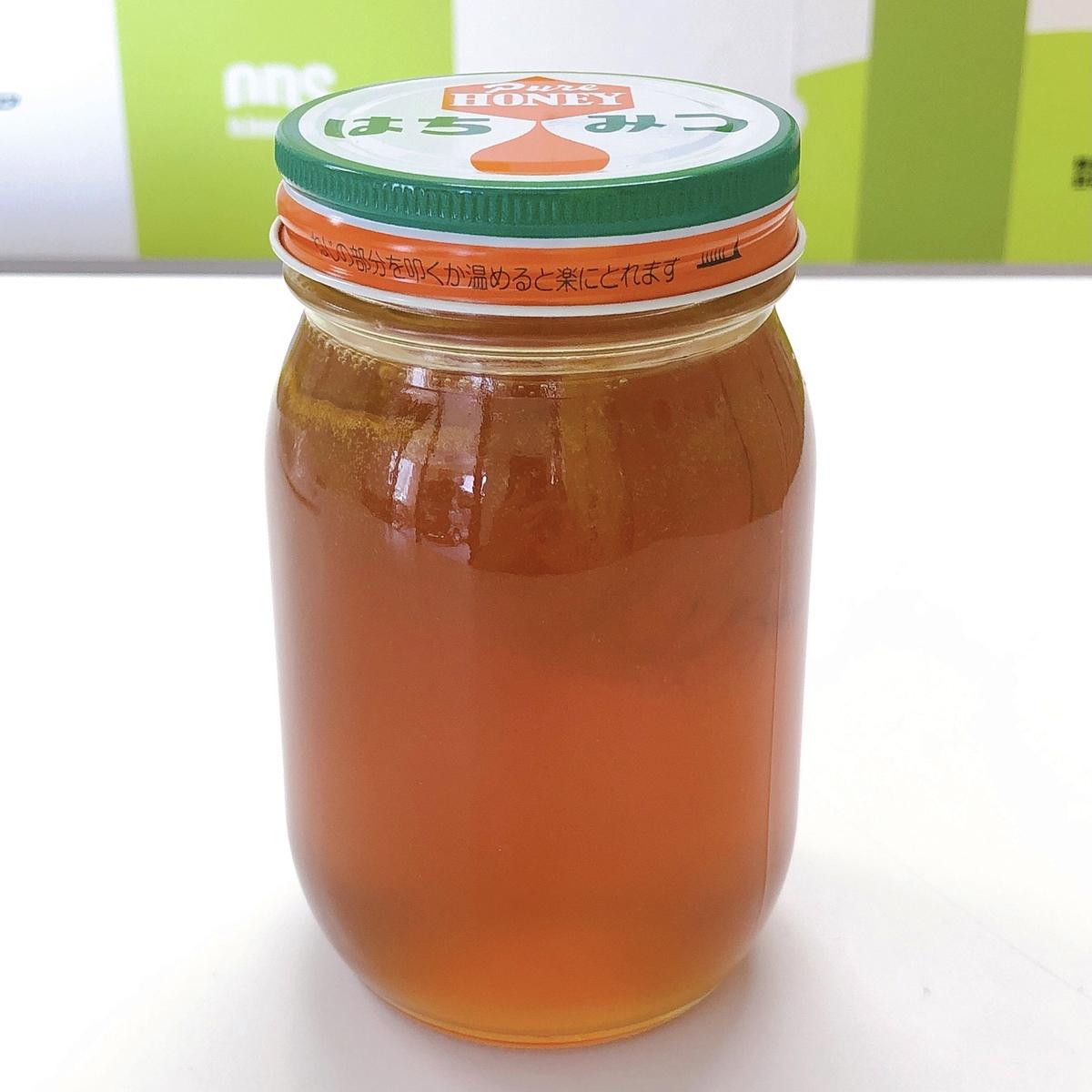 瓶に納めたハチミツの写真